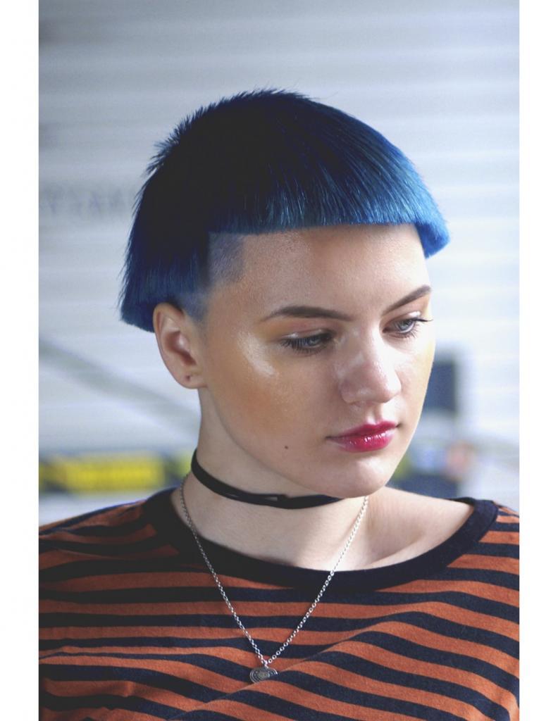 синий на коротких стрижках